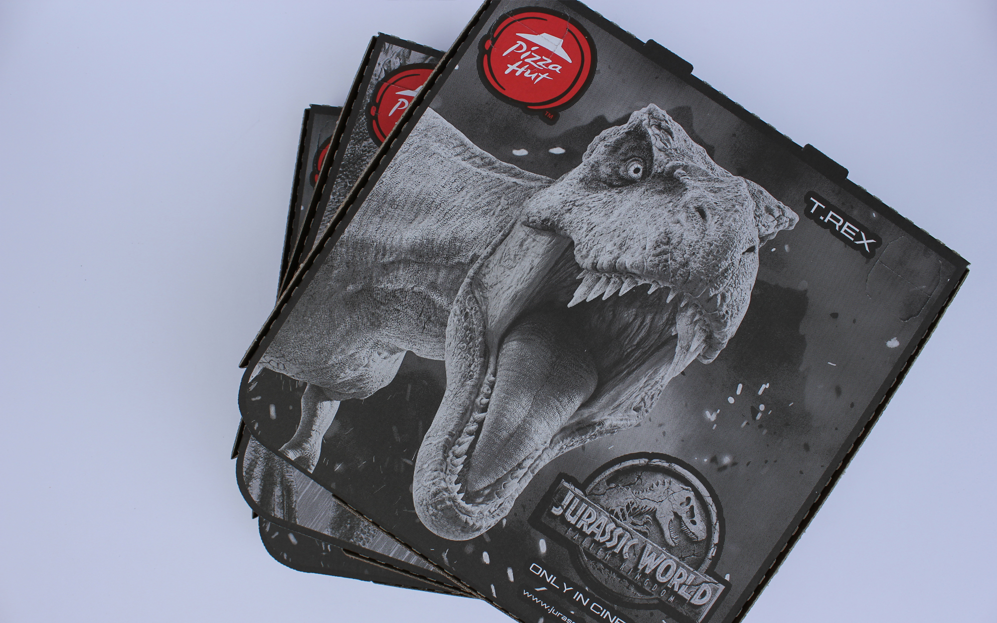matthew_pomorski_graphic_designer_pizza_box_artwork_pizza_hut_jurassic_world_fallen_kingdom_promotion_collection_2