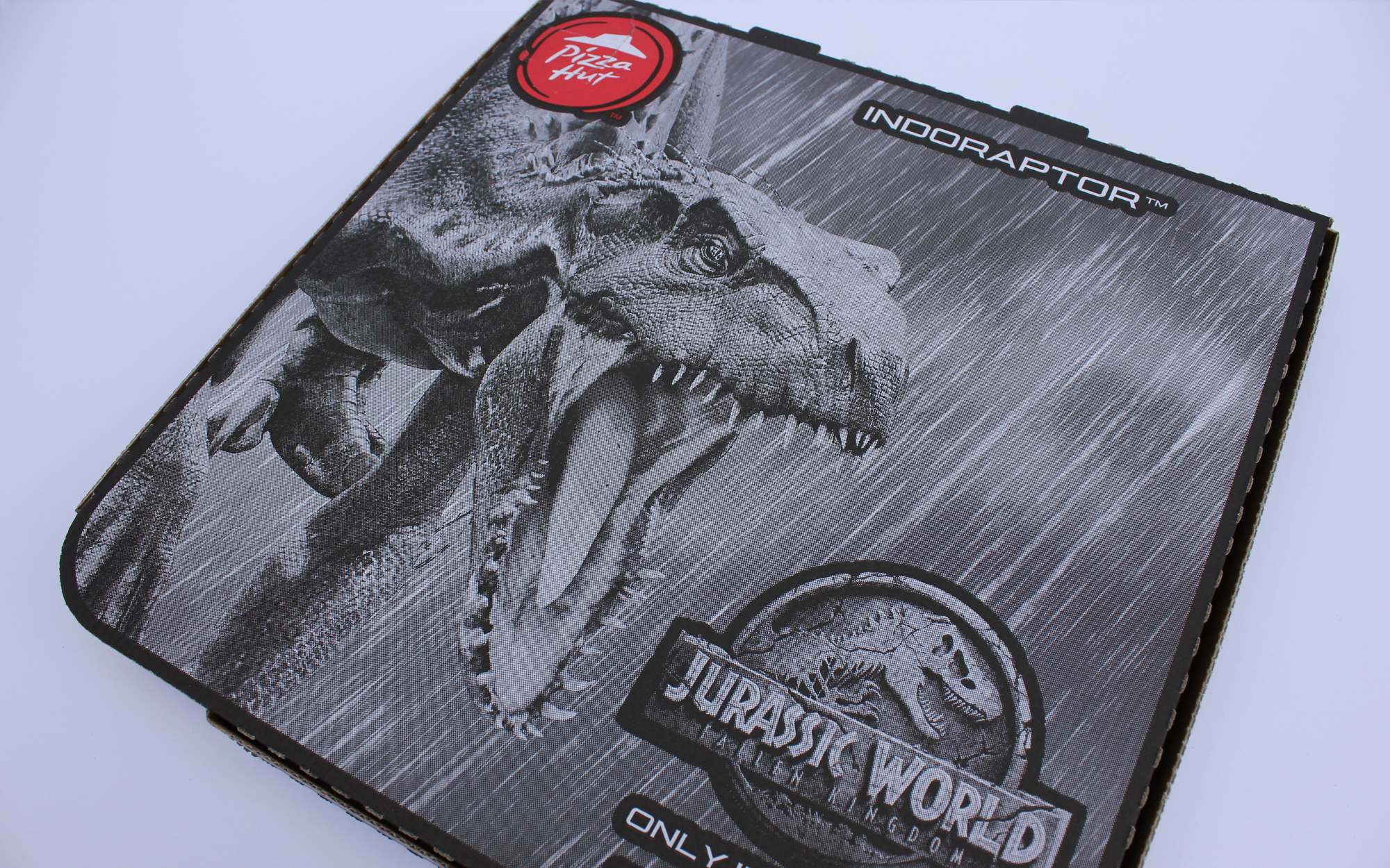 matthew_pomorski_graphic_designer_pizza_box_artwork_pizza_hut_jurassic_world_fallen_kingdom_promotion_indoraptor
