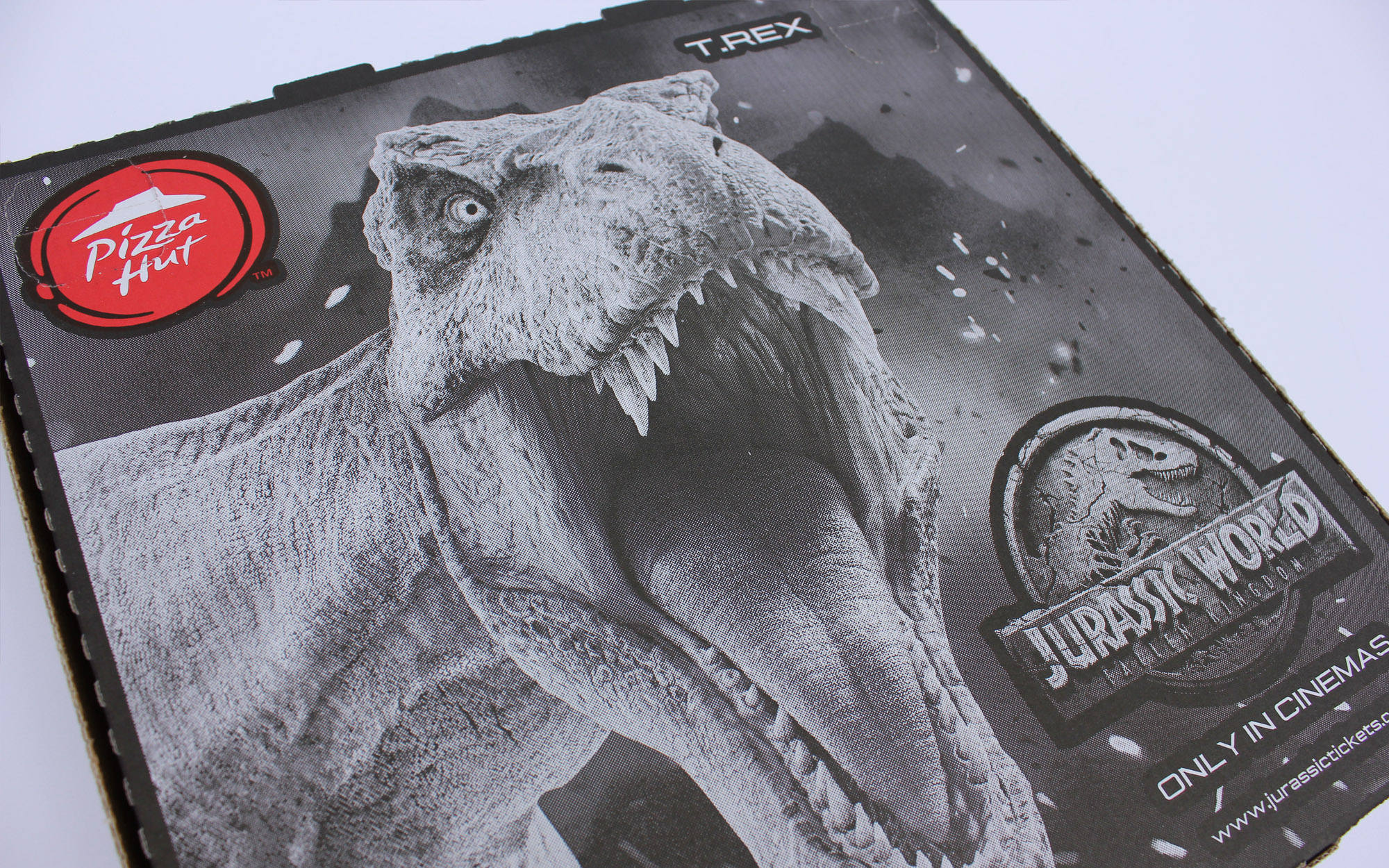 matthew_pomorski_graphic_designer_pizza_box_artwork_pizza_hut_jurassic_world_fallen_kingdom_promotion_t_rex